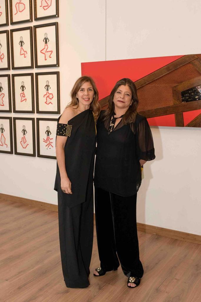 """Un Artiste une Journée La Plataforma Cultural creada por la profesora Ingrid Grullón junto a Fundación Propagas se estrena con """"Frente al Portal"""", de la artista Ani Mederos"""