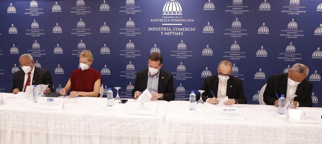 <p><strong>MICM, PNUD, IIBI y ONAPI firman acuerdo para poner en marcha Centro de Prototipado</strong></p>
