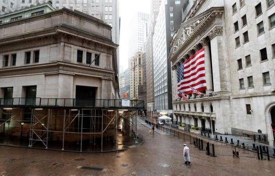 Wall Street acelera pérdidas tras desplome del petróleo y Dow recorta 2.44 %
