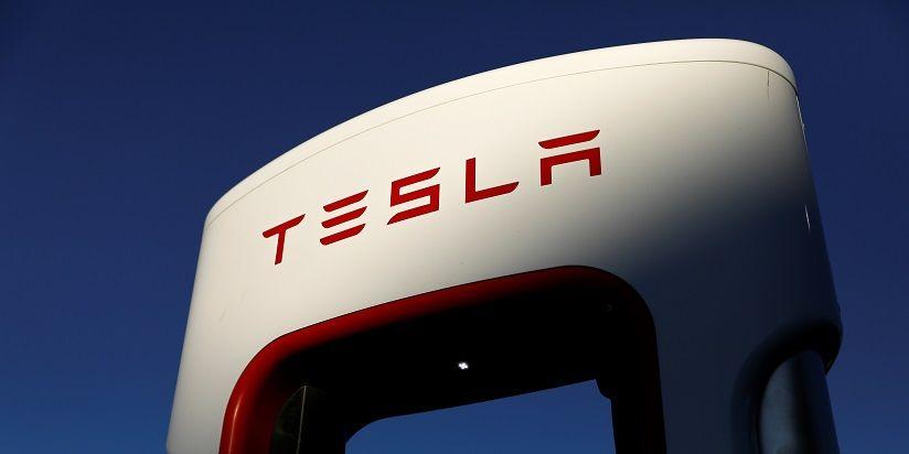 <p>Tesla planea vender 5,000 millones de d&oacute;lares en acciones</p>