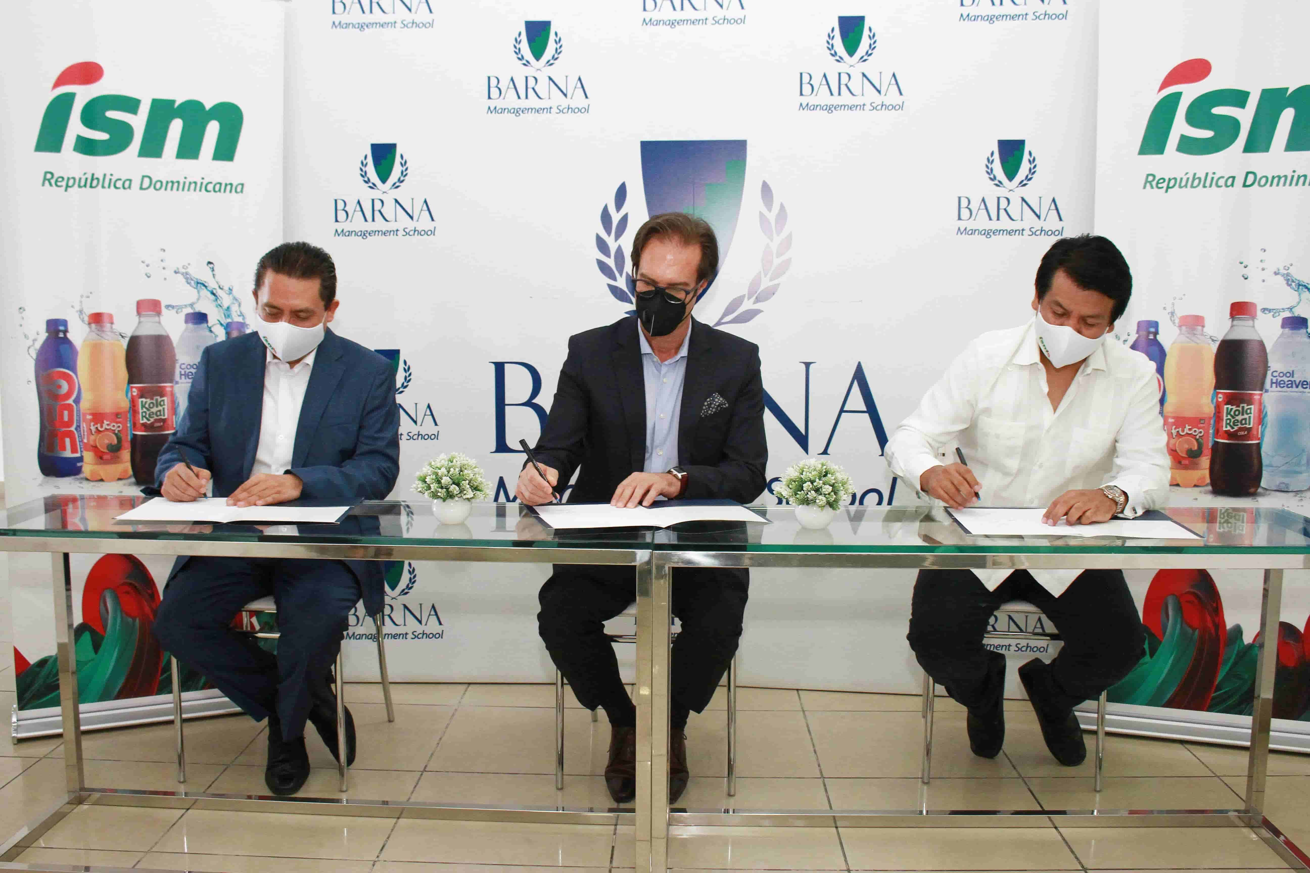 <p><strong>Industrias San Miguel&nbsp;firma acuerdo Institucional con Barna Management Schoo</strong></p>