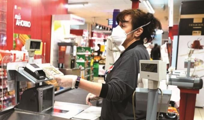 <p>Tiendas, supermercados y otros comercios extienden sus horarios</p>