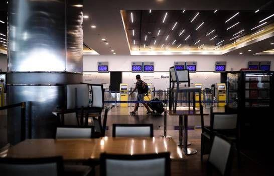 Argentina amplía a septiembre la prohibición de todos los vuelos comerciales