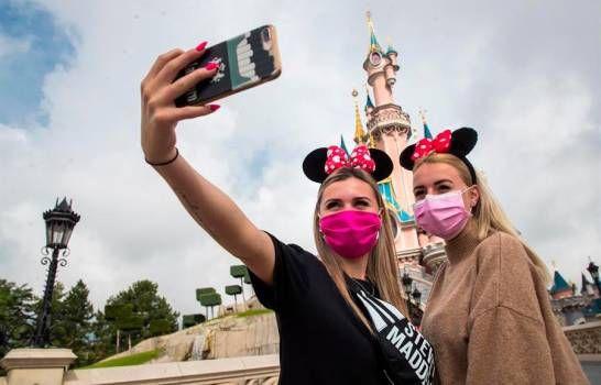 <p>Disneyland Par&iacute;s reabre tras la pandemia con mascarilla y con fe en el futuro</p>
