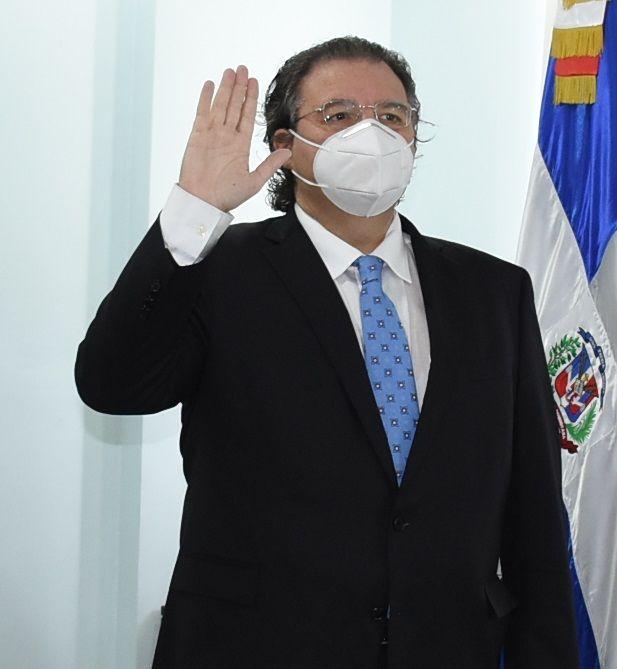 <p><strong>Ministro de Energ&iacute;a posesiona nuevo Superintendente de Electricidad</strong></p>