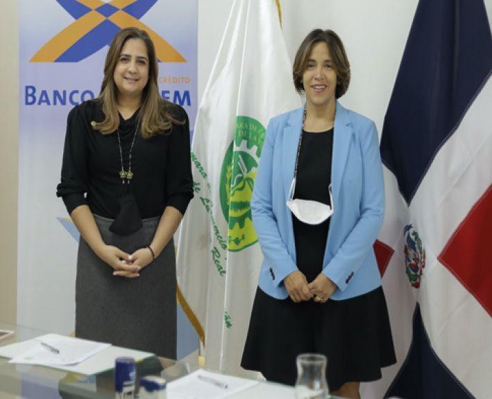 <p>Firman convenio para&nbsp;formar emprendedoras en La Vega</p>