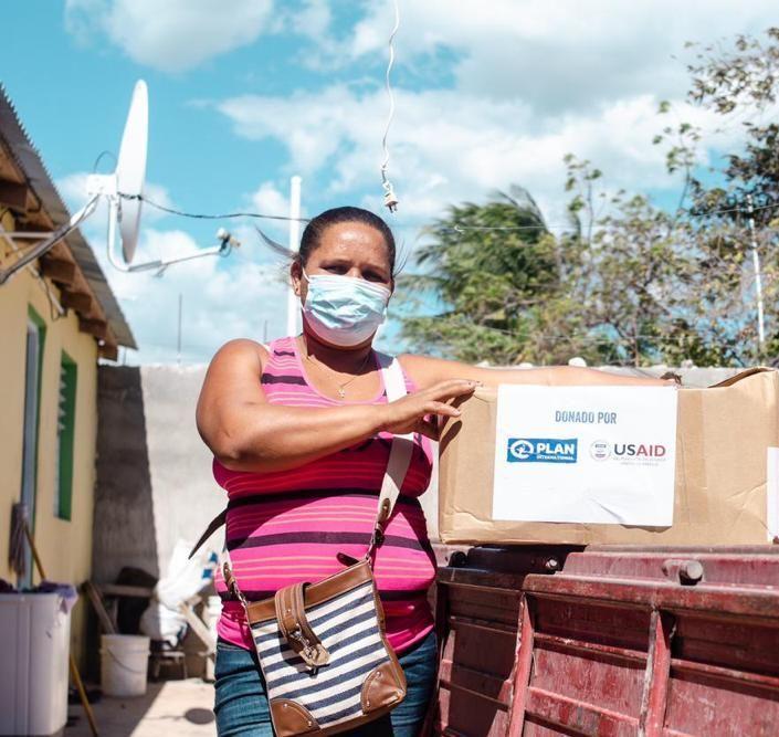 <p>Los Estados Unidos dona kits de alimentos a familias impactadas por el COVID-19 valorado en US$ 10,00</p>