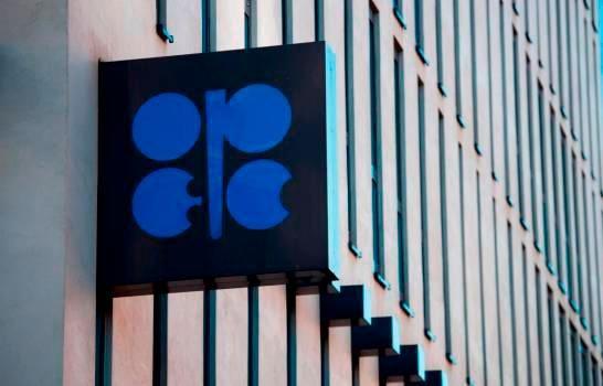 La OPEP acuerda prorrogar por un mes más los recortes de producción