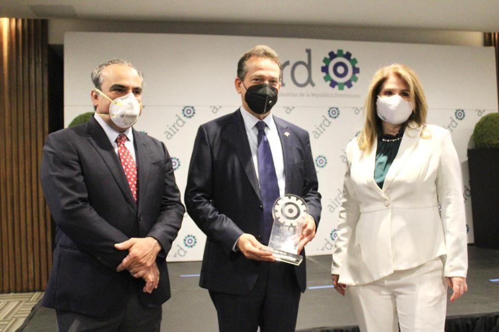 <p>AIRD reconoce a Ito Bison&oacute; por su respaldo al sector industrial</p>