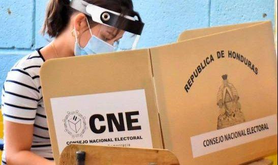 """Ven como una """"burla"""" el plan para registro electoral de hondureños en EEUU"""