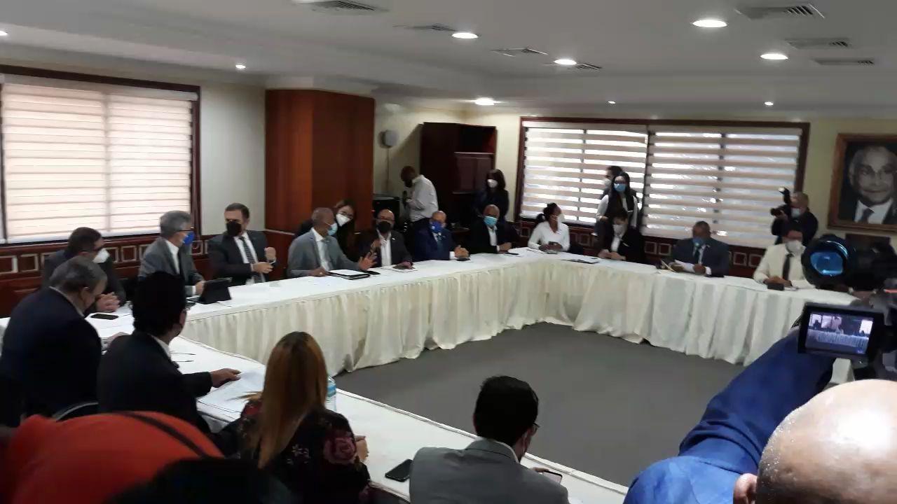 <p>Gabinete econ&oacute;mico reunido en&nbsp;comisi&oacute;n espacial para estudiar presupuesto complementario</p>