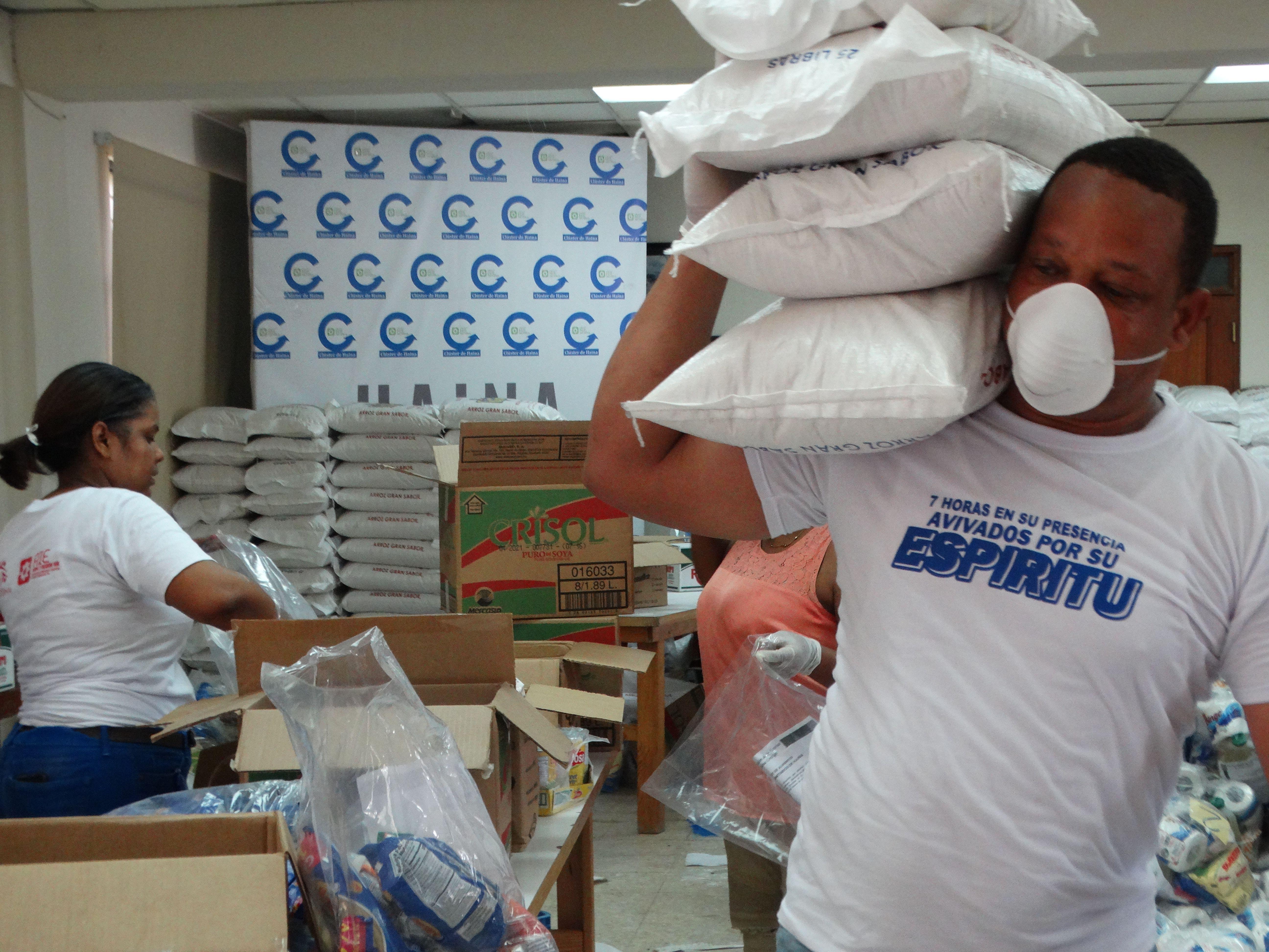Industrias de Haina donan catorce toneladas de alimentos a comunidades