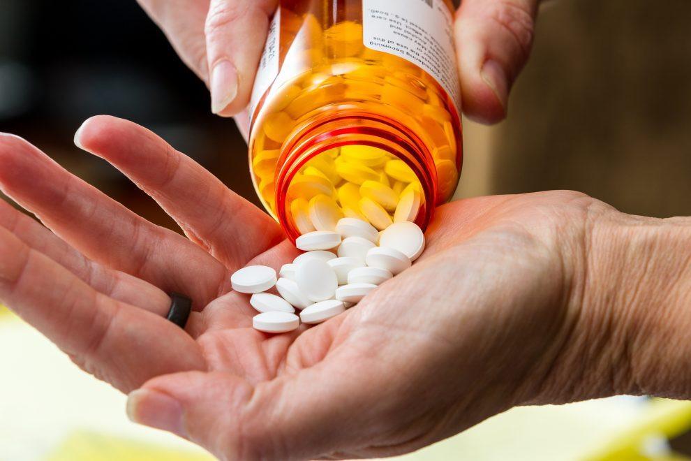 Farmacéuticas alcanzan acuerdo antes de juicio por crisis de opioides en Estados Unidos