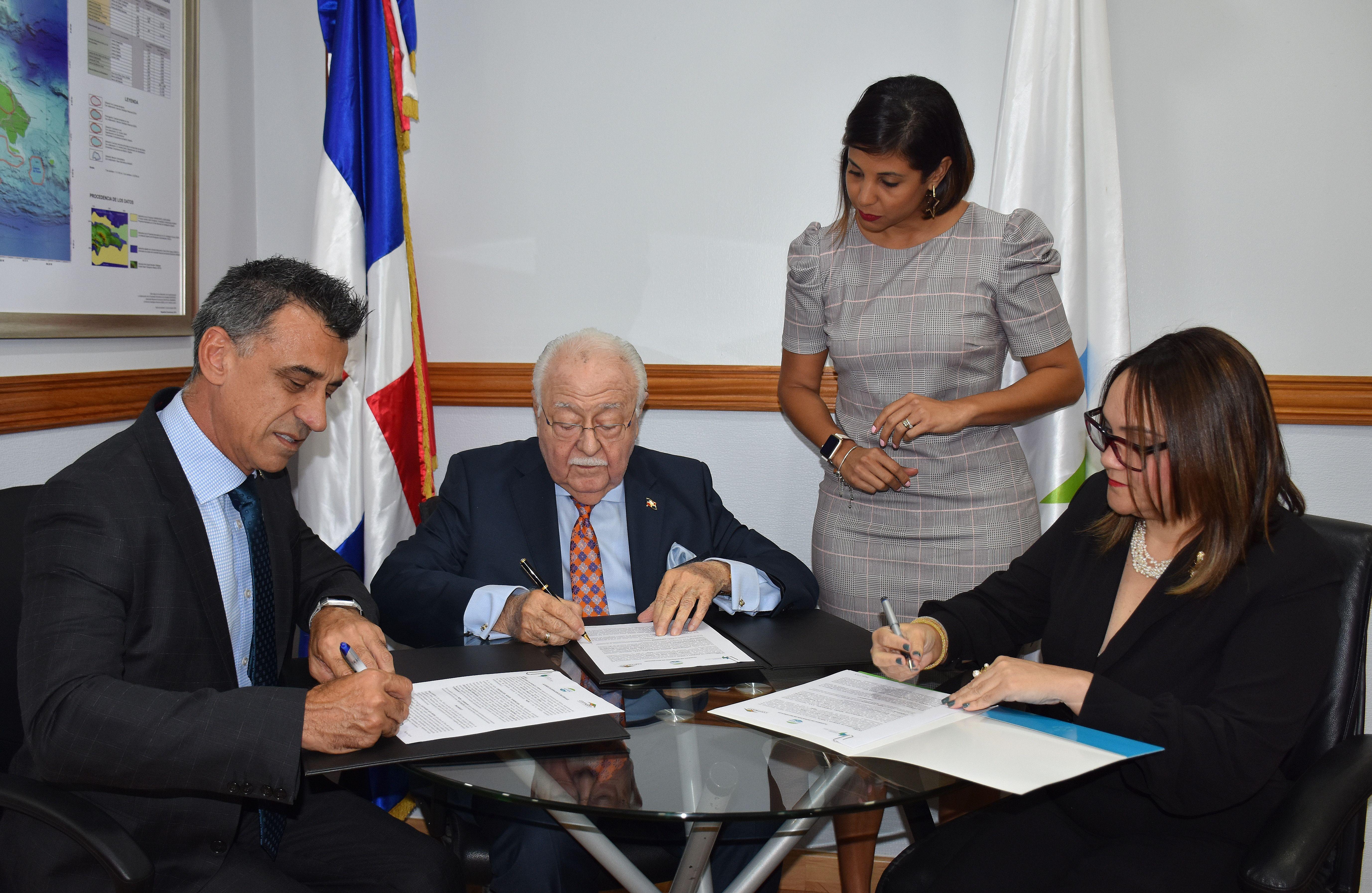 Ministerio Energía y Minas firma acuerdo con CORMIDOM