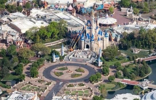 Parques de Disney en Florida planean reabrir para mediados de julio