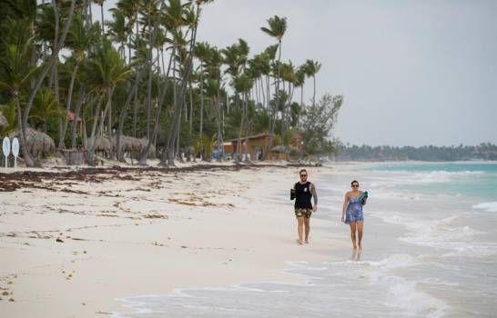 <p>Gobierno analiza esta semana si mantiene para el 1 de julio la reapertura del turismo</p>