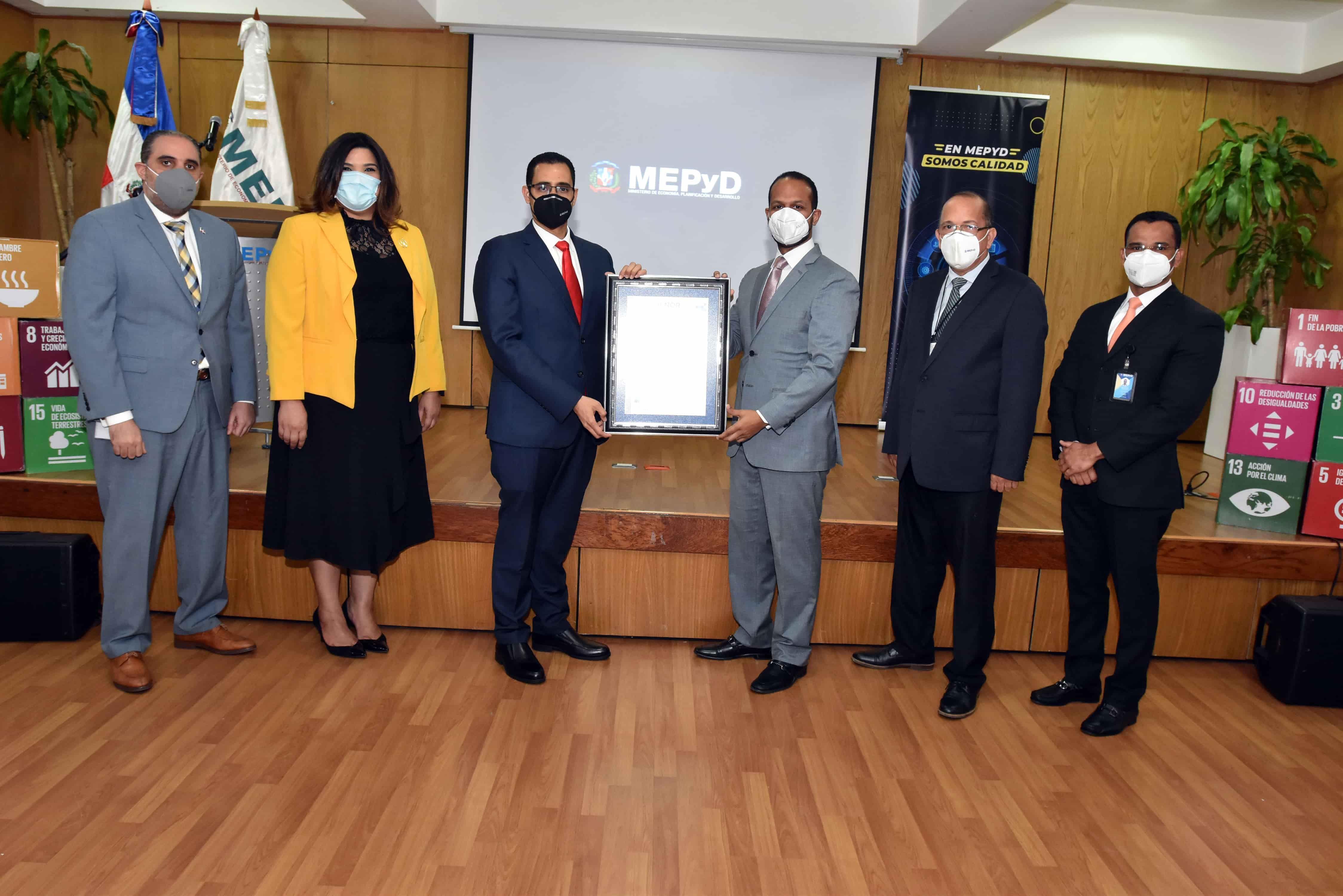 <p>MEPyD recibe Certificaci&oacute;n Internacional de Protocolos contra el COVID-19</p>