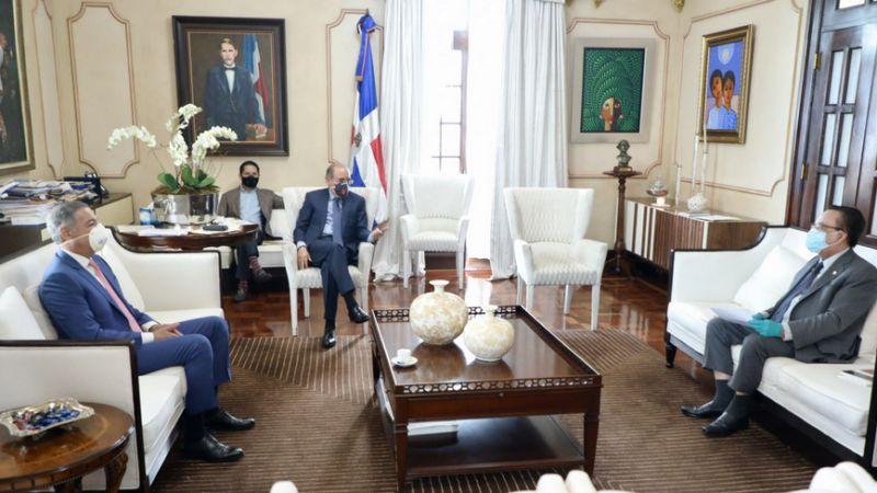 Danilo Medina evalúa situación económica del país frente a impacto COVID-19