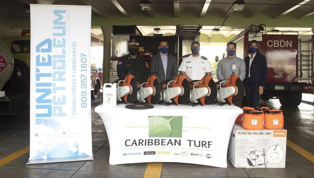 <p><strong>United Petroleum dona equipos de salvamento de la marca STIHL a Cuerpo de Bomberos de Santo Domingo</strong></p>