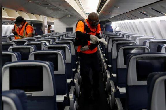 <p>Delta duplica los limpiadores de cabina y compra kits para detectar g&eacute;rmenes</p>
