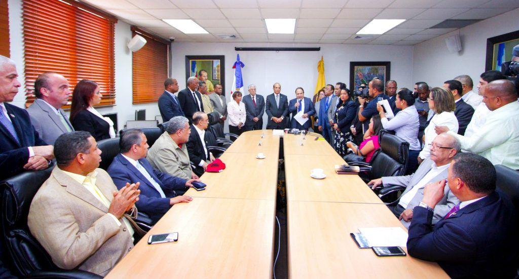 Consenso en los principales partidos dominicanos para aplazar las elecciones