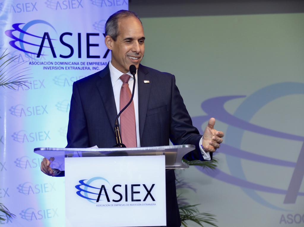 ASIEX celebra encuentro con el candidato presidencial Luis Abinader