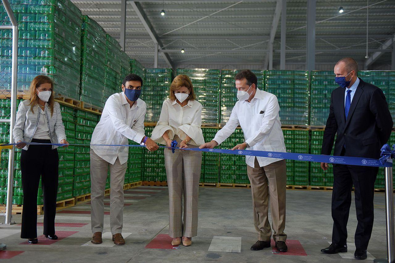 <p>Cervecer&iacute;a inaugura centro de distribuci&oacute;n con la presencia de Raquel Pe&ntilde;a e Ito Bison&oacute;</p>