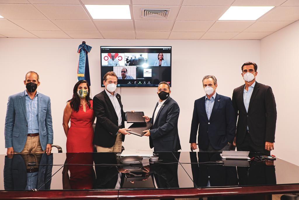 <p>AMCHAMDR e Industria y Comercio firman acuerdo para promover inversiones y Nearshore</p>