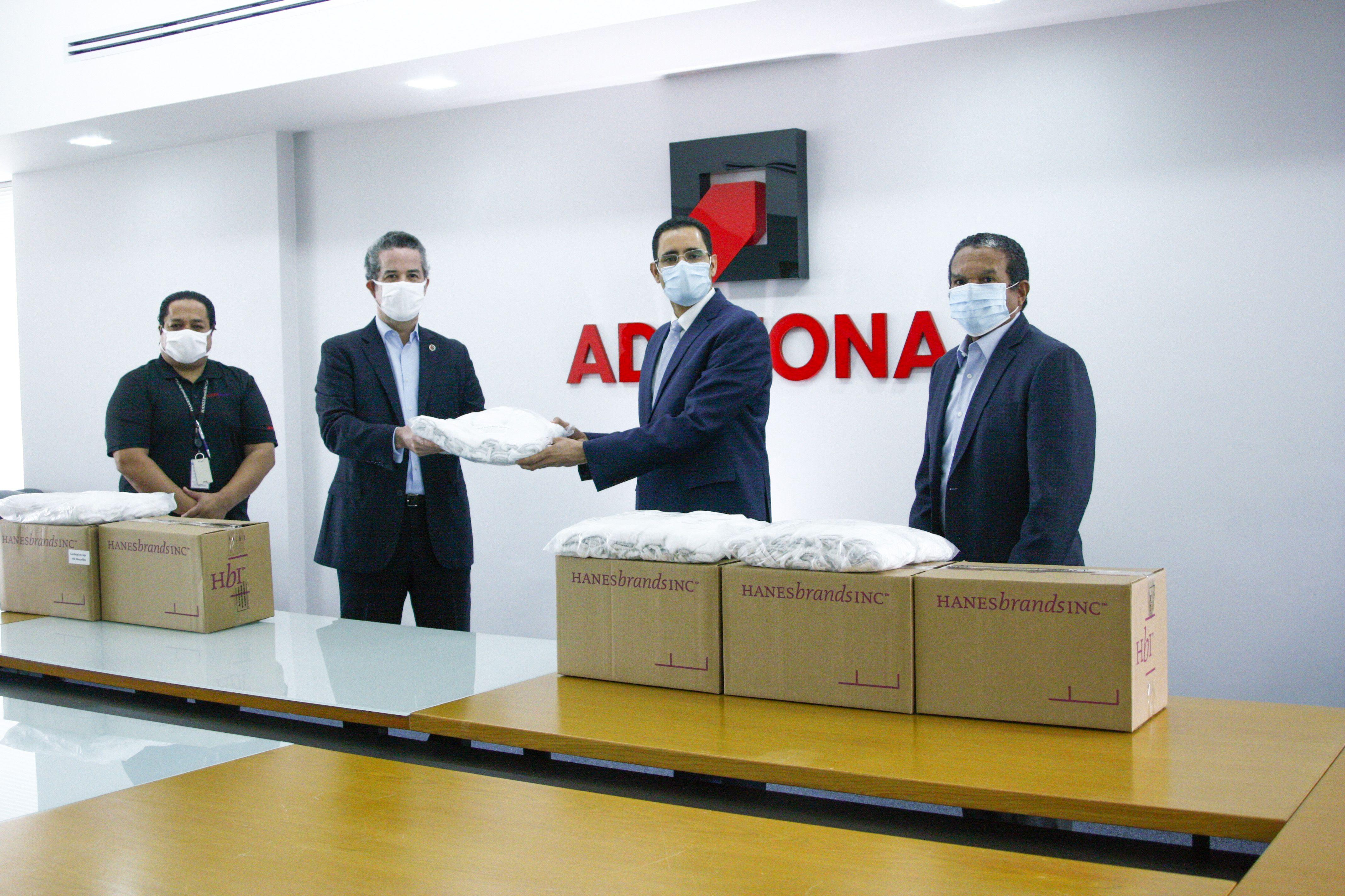 Gobierno dominicano recibe donación de 50 mil mascarillas de la multinacional de zonas francas, Hanes Brands
