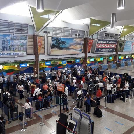 <p>En el mes de agosto se movilizaron 140 mil pasajeros por los aeropuertos del pa&iacute;s</p>