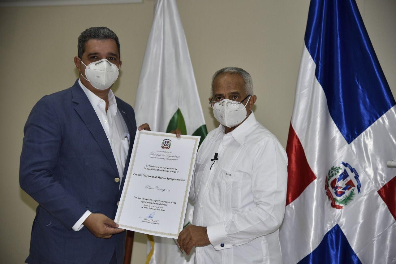 <p><strong>Presidente de ADA fue condecorado con el Premio Nacional al M&eacute;rito</strong></p>