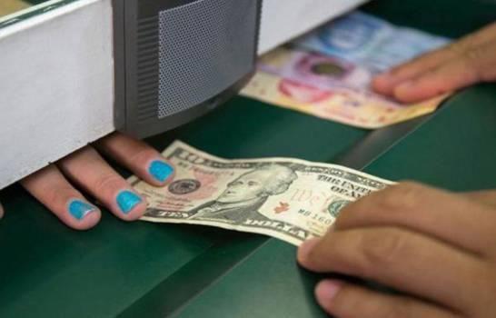 Precio del dólar por ventanilla bancaria ya supera los 55 pesos