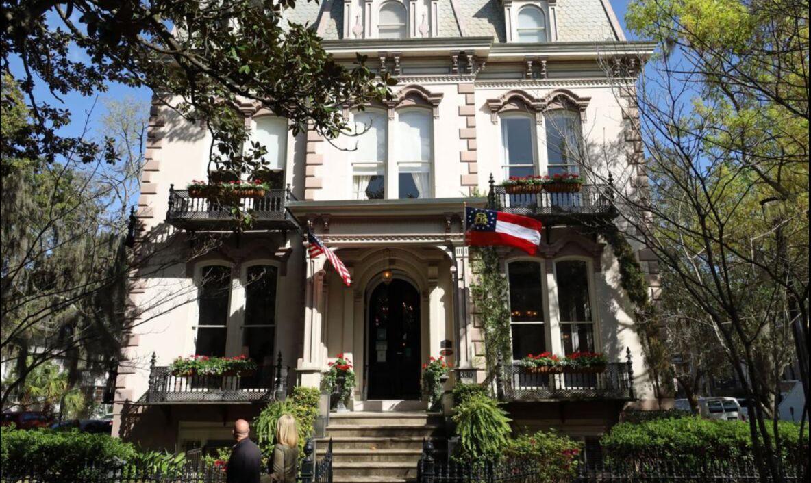 Savannah fascina a los visitantes con su arquitectura, historia e historias.