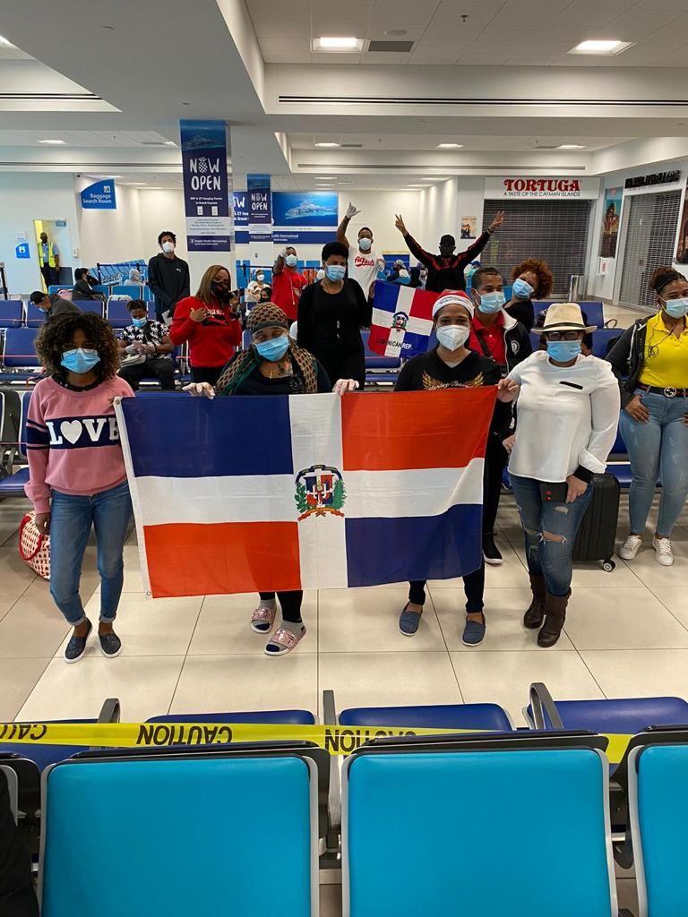Retornan 126 dominicanos que estaban varados en 8 países