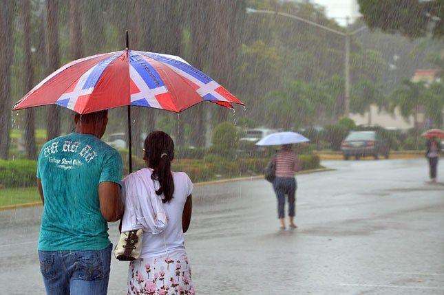 <p>Onda tropical continuar&aacute; provocando aguaceros</p>