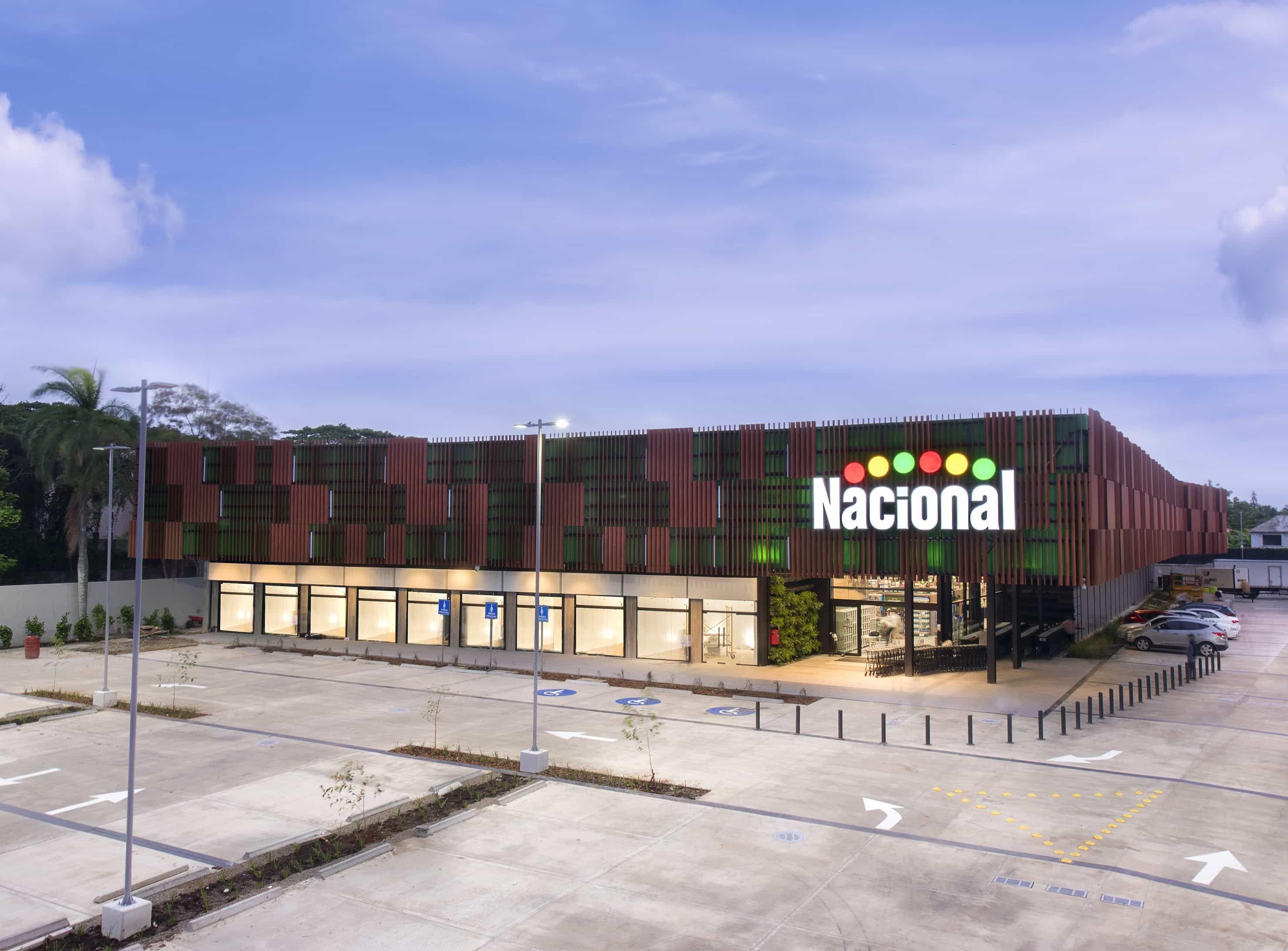 <p><strong>Supermercados Nacional abre su tercera sucursal en Santiago</strong></p>