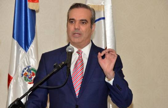 Abinader pide a Danilo que llame a gobierno de unidad nacional y que cuarentena sea de 24 horas