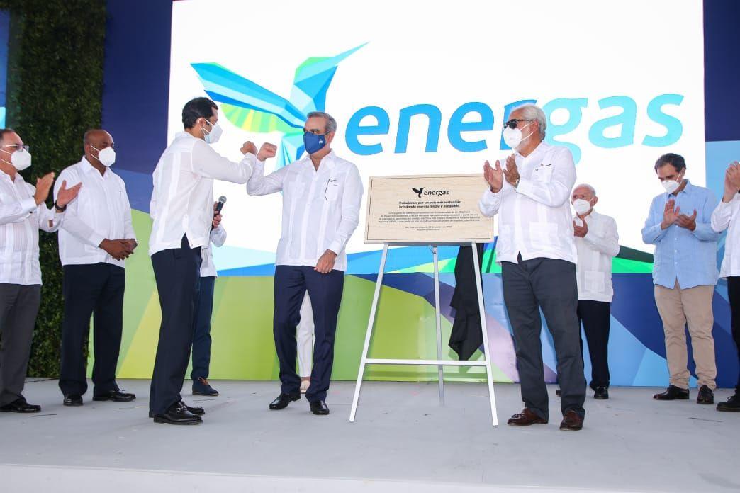 <p><strong>Luis Abinader realiza encendido de 300 MW a gas natural en San Pedro de Macor&iacute;s</strong></p>