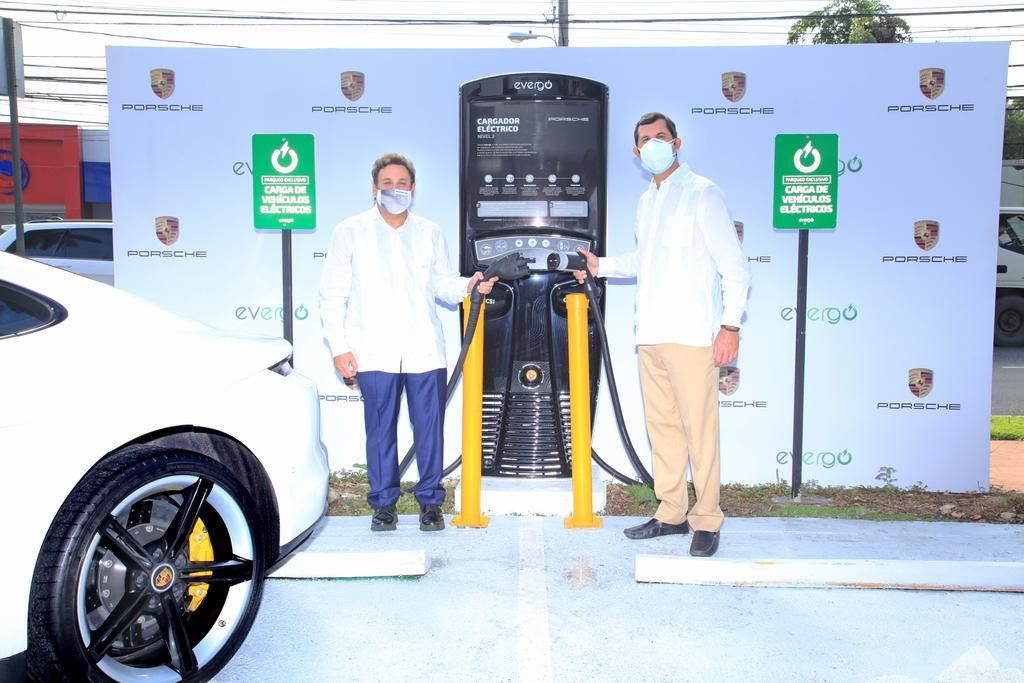 <p>Porsche Center Santo Domingo se une a la red de estaciones de carga el&eacute;ctrica Evergo</p>