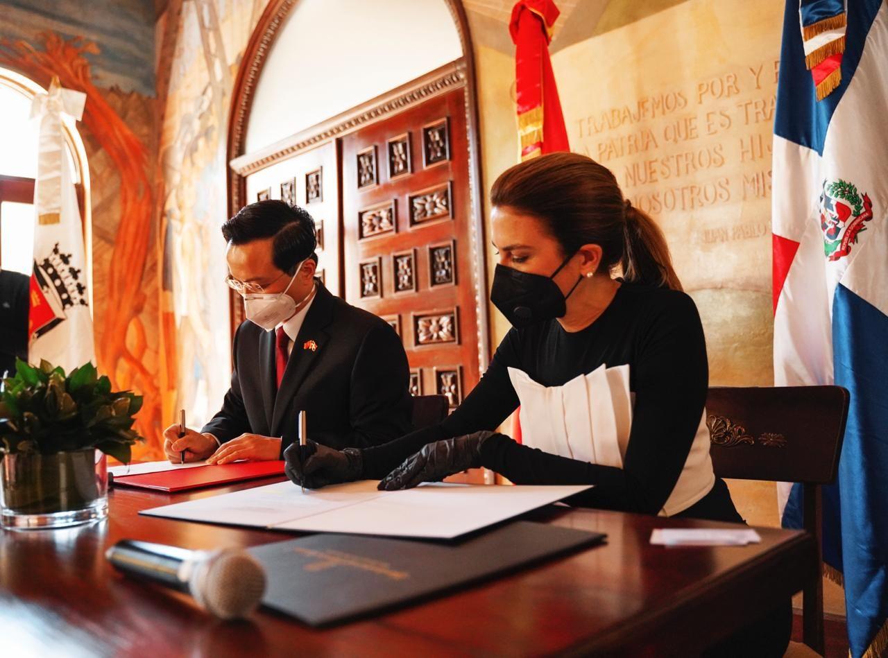 La Embajada China coopera con Alcaldía del Distrito para combatir COVID-19