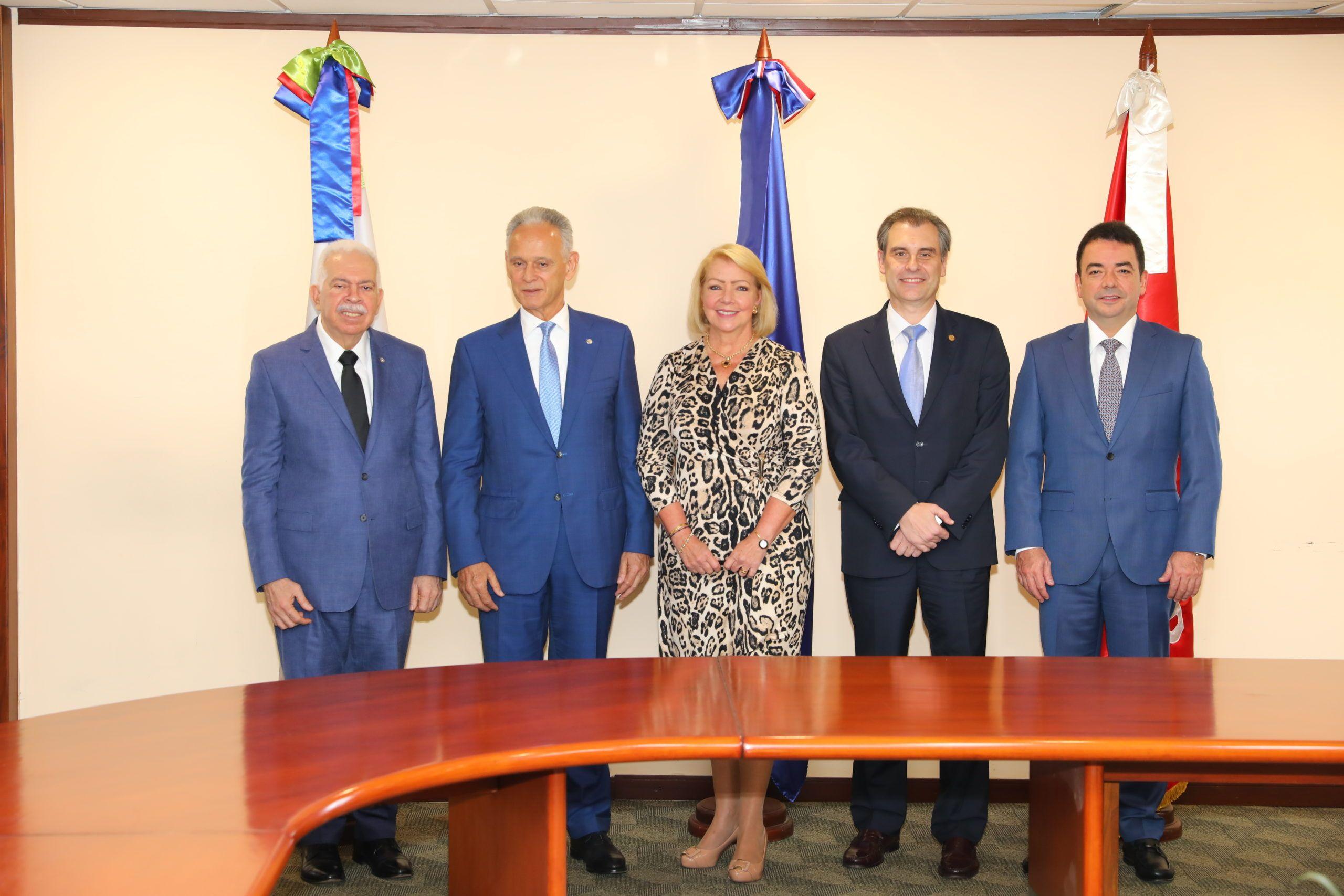 BHD León y Fundación Mapfre donan RD$50 MM
