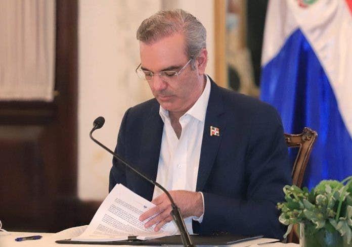 <p>El presidente Abinader presenta declaraci&oacute;n jurada de bienes</p>