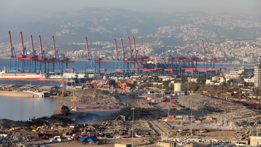 <p>Beirut mantiene a funcionarios portuarios bajo arresto domiciliario mientras investiga las explosiones</p>
