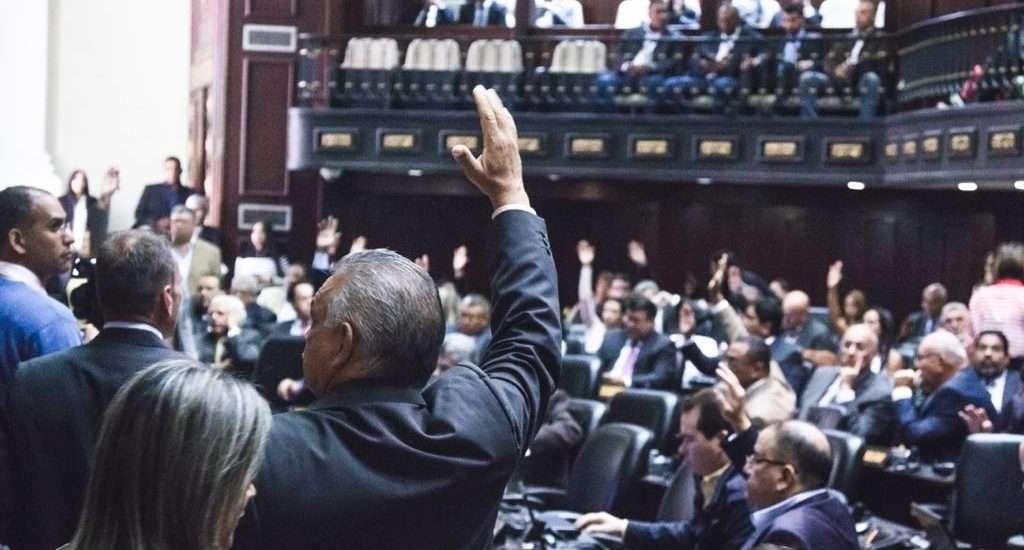 Parlamento aprueba 6 embajadores y ya son 32 los representantes de Guaidó