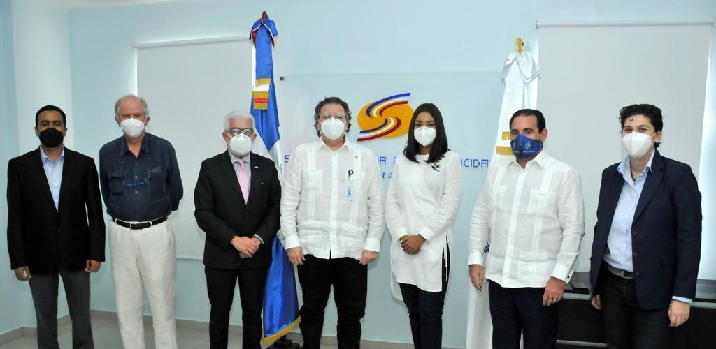 <p><strong>C&aacute;mara Espa&ntilde;ola de Comercio en RD visita al Superintendente de Electricidad</strong></p>