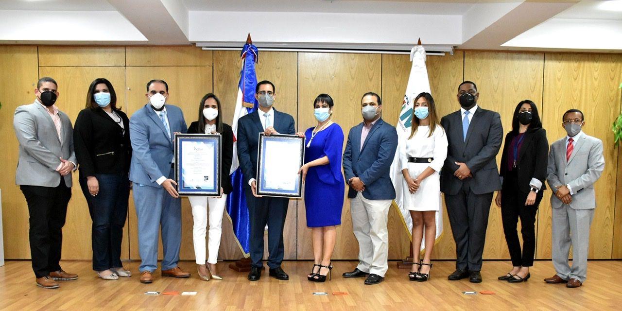 <p><strong>MEPYD recibe&nbsp;oficialmente las certificaciones en Sistemas de Gesti&oacute;n Antisoborno y Compliance</strong></p>