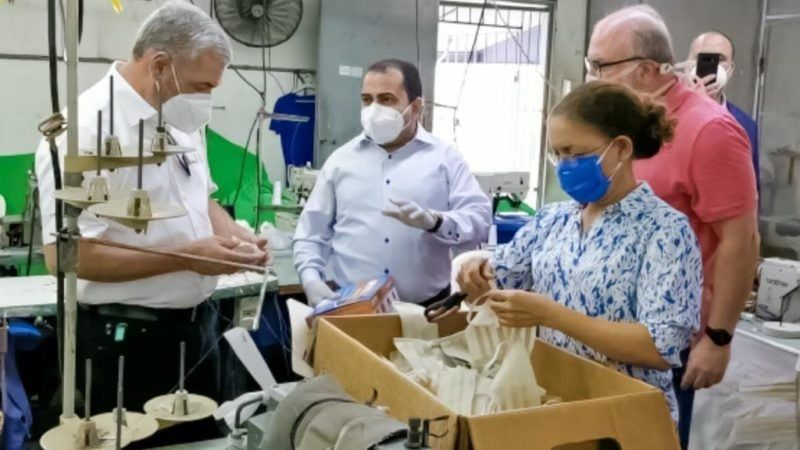 Gonzalo Castillo le compra 200 mil mascarillas a Asociación de Textileros Dominicanos