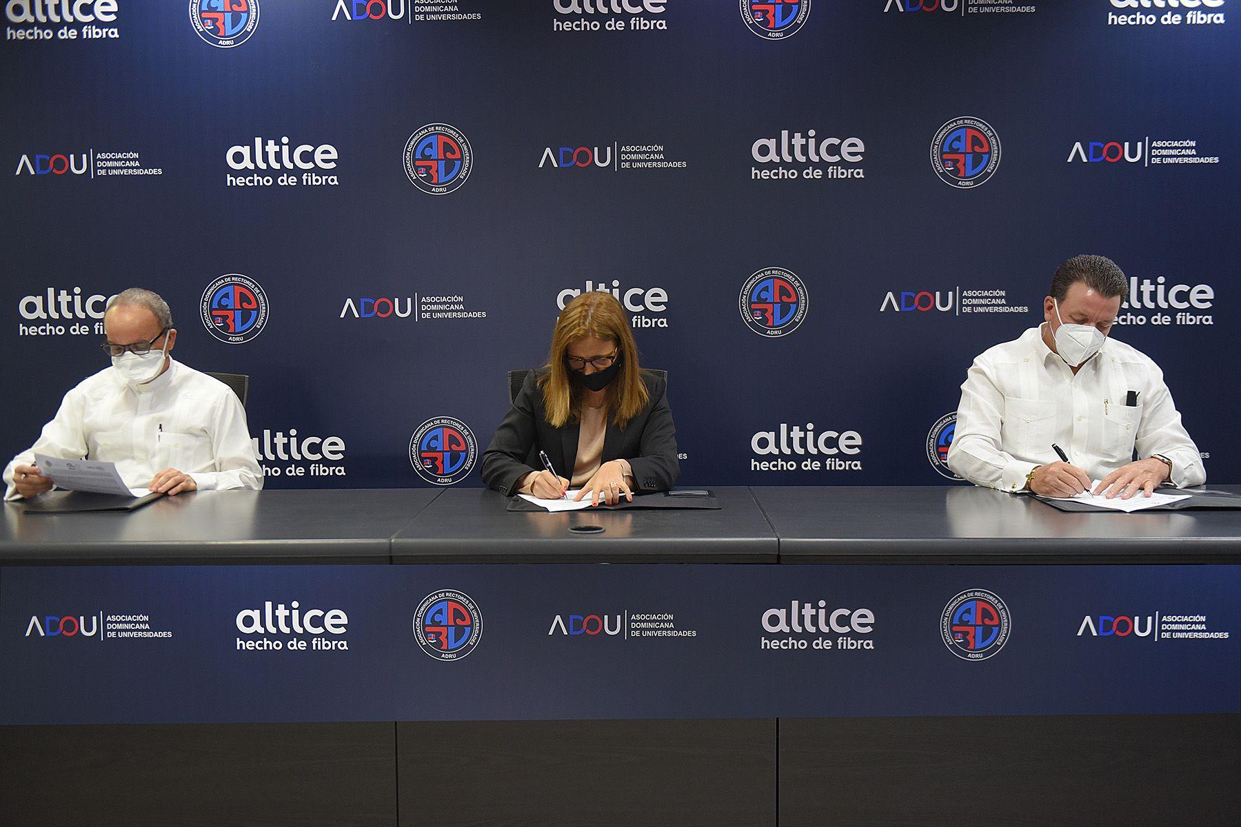 <p>Altice Dominicana proveer&aacute; conectividad a m&aacute;s de 600 mil estudiantes y docentes del sistema de educaci&oacute;n superior</p>