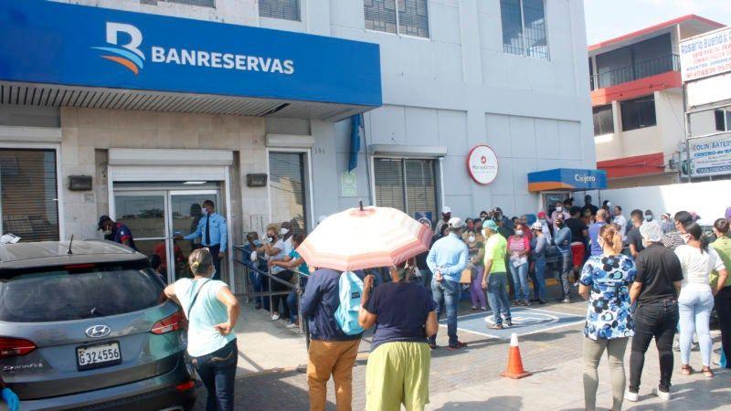 Lockward sugiere a la Asociación de Bancos abrir más sucursales