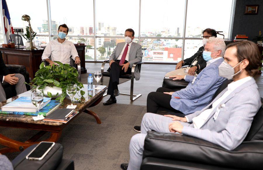<p>Ministro Ito Bison&oacute; se re&uacute;ne con actores del ecosistema emprendedor dominicano</p>